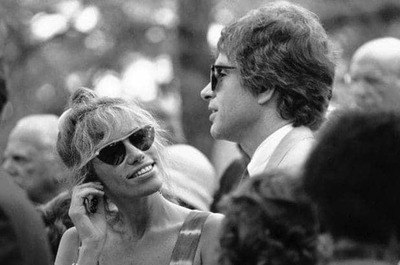 Carly Simon and Warren Beatty were seen together in 1984